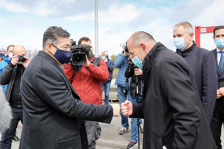 Sponzori NK Osijek donirali 120 kontejnera za potresom pogođena područja