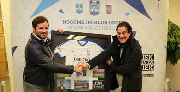 Meštrović darivao Miškovića