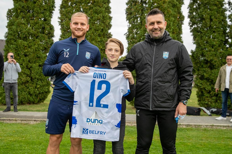 Dino Mataković gost na treningu Bijelo-plavih